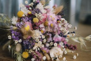 How to air-dry and preserve flowers at home